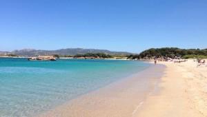 spiaggia riparata dal vento in costa smeralda